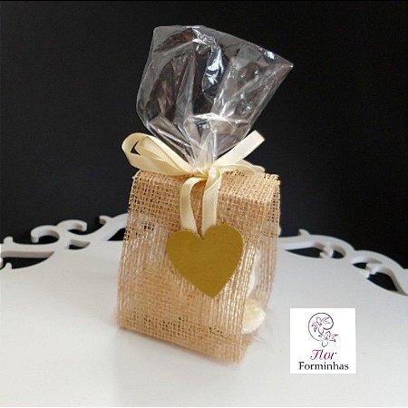 25 Porta Lembrancinha em Juta Fios Dourado Laço Marfim - B006