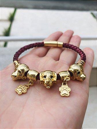 Pulseira Cabeça Cão Dourada em cordão Marsala