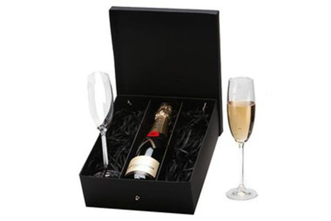 Kit Champanhe Moet Chandon 375ml com 2 Taças Cristal