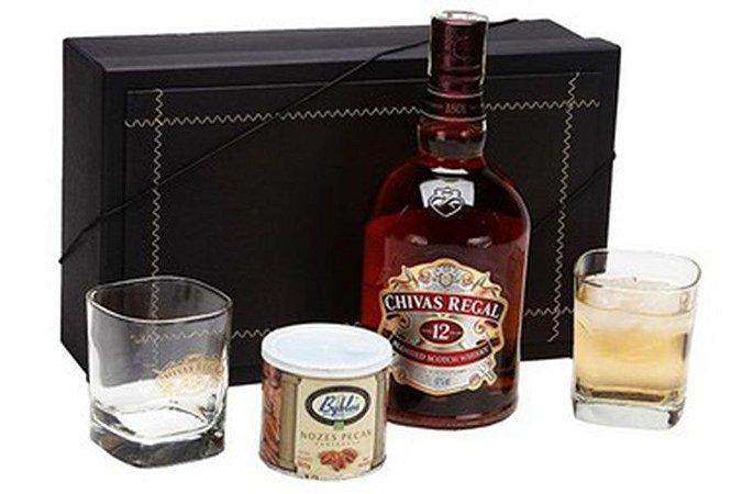 Kit Whisky Chivas Regal 12 Anos 1 Litro com Copos e Castanhas