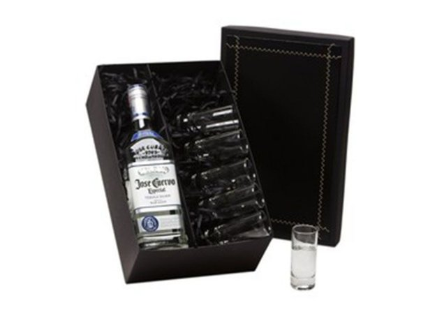 Kit Tequila José Cuervo Especial Silver 750ml com 6 Copos