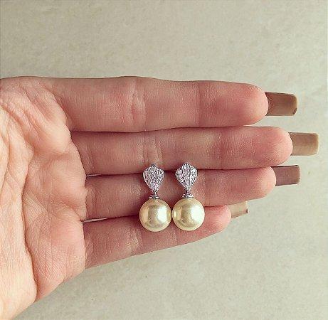 Brinco Delicado Detalhes de Zircônias Diamond e Pérola Pendurada no Ródio Branco