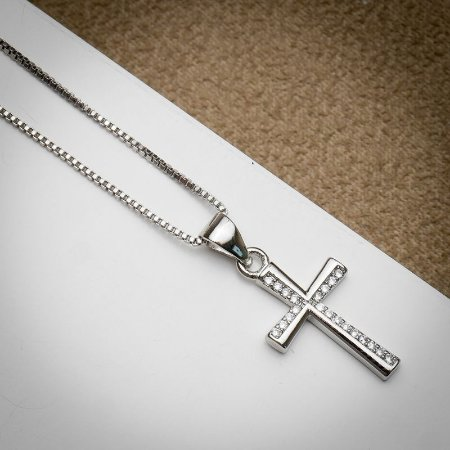 Corrente Cruz Zircônias Diamond Ródio Branco