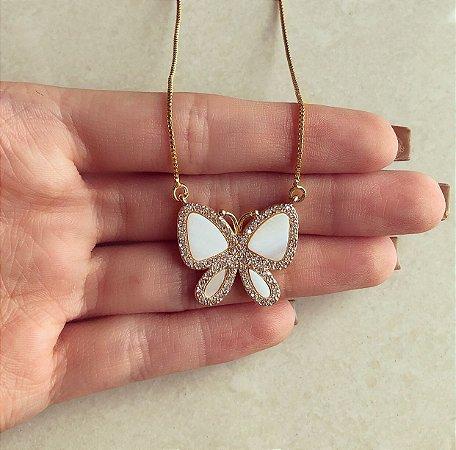 Corrente Borboleta na Madre Pérola e Cravação de Mil Zircônias Diamond Dourado