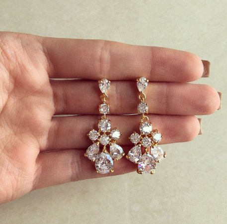 Brinco Munique Cravação Luxuosa de Maxi Zircônias Diamond Dourado