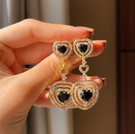 Brinco Tulum Cravação Mil Zircônias Diamond/Coração Zircônia Negra Dourado