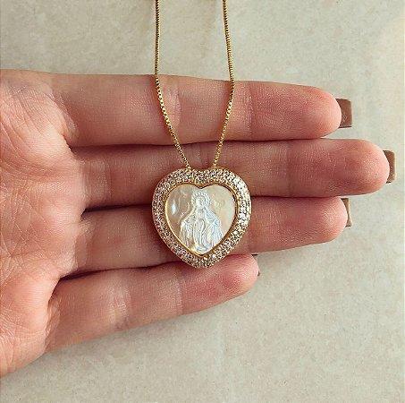 Corrente Coração Nossa Senhora na Madre Pérola com Cravação de Mil Zircônias Diamond Dourado