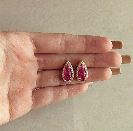 Brinco Gota Luxo Pedra Fusion Rubelita e Cravação de Zircônias Diamond Dourado