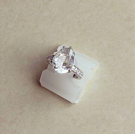 Anel Luxury Pedra Fusion Branca e Cravação de Zircônias Diamond Ródio Branco