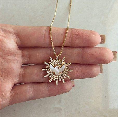 Corrente Mandala Espírito Santo na Madre Pérola com Mil Zircônias Diamond Dourado