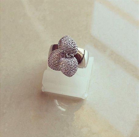 Anel Luxo Três Corações com Micro Cravação de Mil Zircônias Diamond Ródio Branco