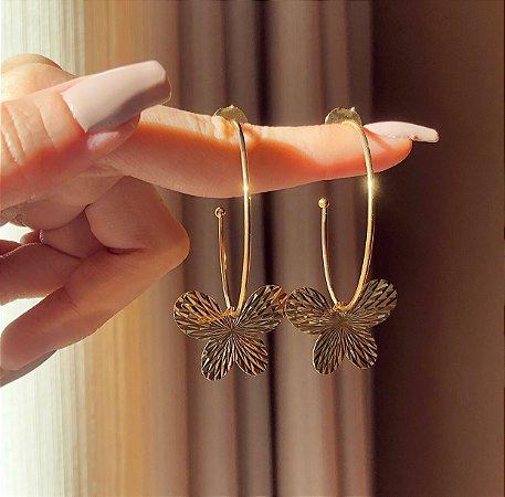Argola Borboleta Detalhada Dourado