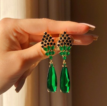 Brinco Salinas Cristais Negro e Gota Cristal Verde Esmeralda Dourado