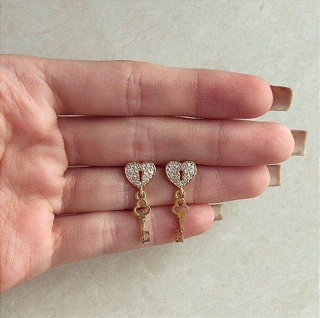 Brinco Chave/Cadeado Micro Cravação Zircônias Diamond Dourado