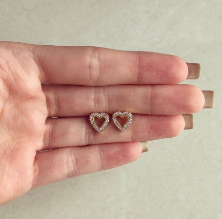 Brinco Coração Vazado Com Cravação de Zircônias Diamond Dourado