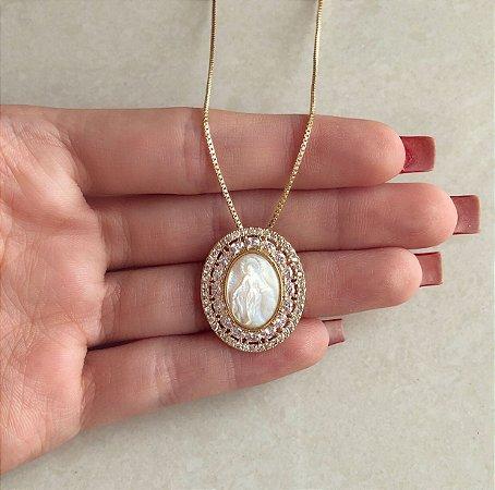 Corrente Mandala Nossa Senhora na Madre Pérola Cravejada de Mil Zircônias Diamond Dourado