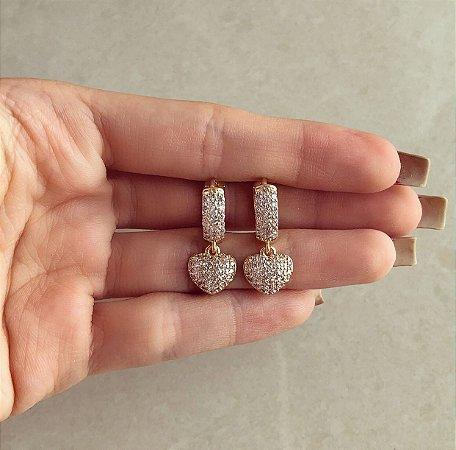 Argola Luxo Coração Cravação Mil Zircônias Diamond Dourado