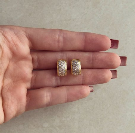 Argola Média Redonda Cravação Mil Zircônias Diamond Dourado