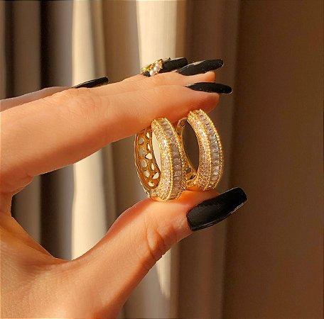 Argola Grande Moscou Cravação Mil Micro e Navetes de Zircônias Diamond