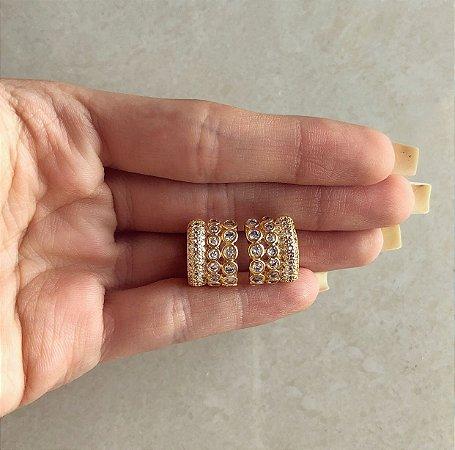 Brinco Estilo Argolinha Tripla com Cravação de Zircônias Diamond Dourado