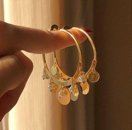Argola Pingentes Chapados e Pérolinhas Dourado