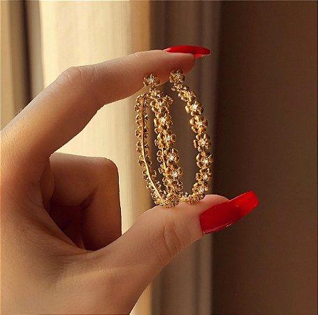 Argola Bali Flores com Zircônias Diamond Dourado