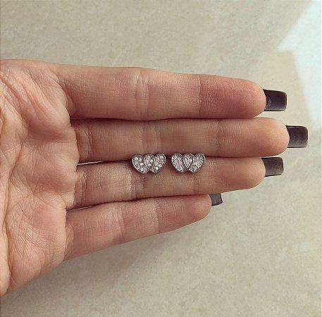Brinco Delicado Coração Duplo com Zircônias Diamond Ródio Branco