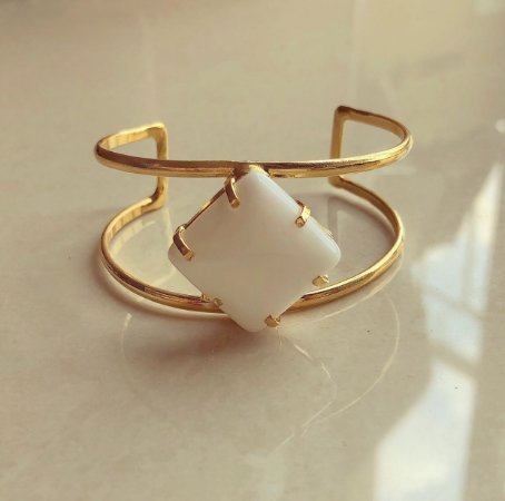 Bracelete Pedra Natural Agata Branca Dourado