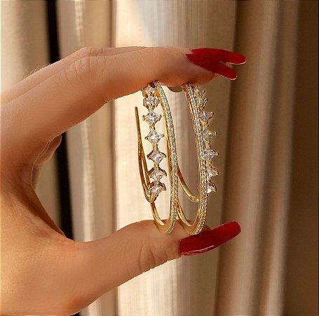 Argola Dupla Luxuosa Cravação Mil Micro e Maxi Zircônias Diamond Dourado