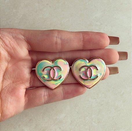 Brinco Maxi Coração Inspired Esmaltação Tie Dye Dourado