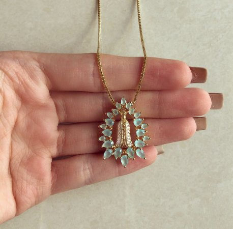 Corrente Mandala Nossa Senhora Cravação Zircônias Leitosa Verde Água e Zircônias Diamond Dourado