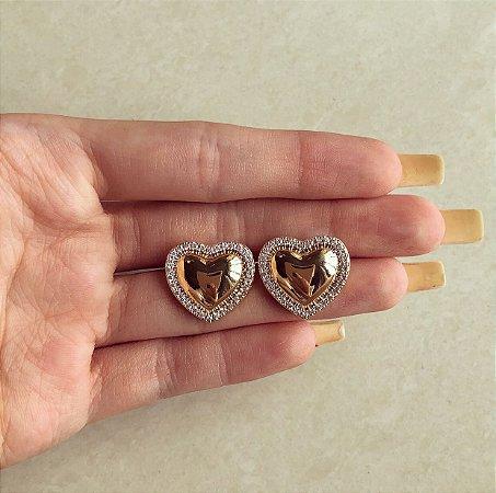 Brinco Maxi Coração Liso com Zircônias Diamond em Volta Dourado