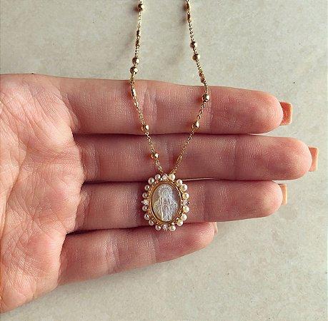 Corrente Mandala Nossa Senhora das Graças na Madre Pérola com Pérolinhas e Zircônias Diamond Dourado