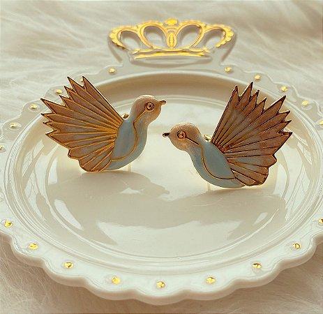 Brinco Maxi Pássaro Esmaltado Azul Céu Dourado