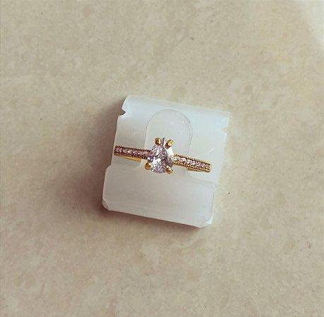 Anel Gota Luxo Cravação Micro e Maxi Zircônias Diamond Dourado