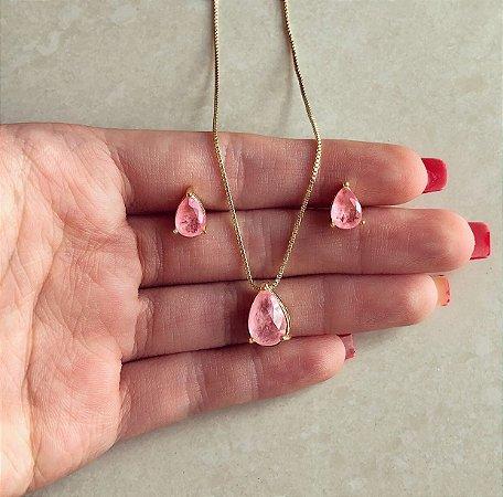 Conjunto Gota Delicado com Pedra Fusion Safira Rosa e Zircônias Diamond Na Lateral Dourado