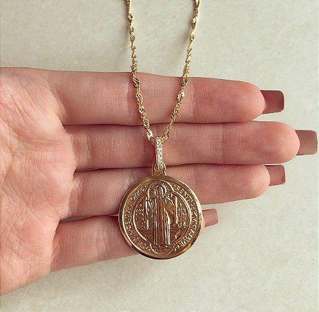 Corrente Torcida com Medalha Grande São Bento Dourado com Zircônia Diamond