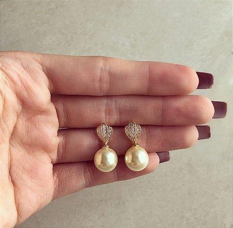Brinco Delicado Detalhes de Zircônias Diamond e Pérola Pendurada no Dourado