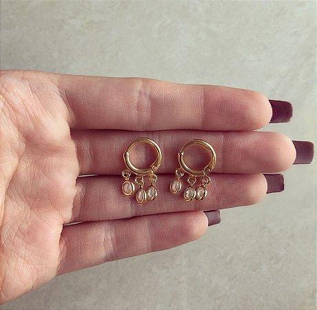 Argolinha Três Mini Pérolinhas Dourado