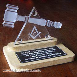 Placa de Homenagem Malhete com Triângulo e 3 Pontos