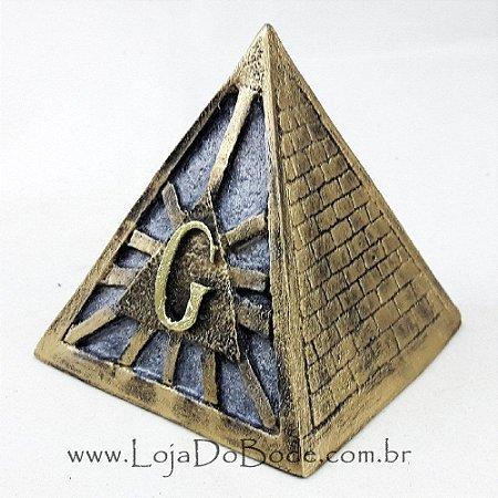 Pirâmide com Símbolo Maçônico