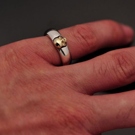 Aliança anatômica prata 950k detalhe caveira ouro 12k (unidade)