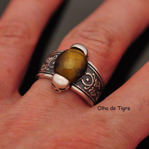 Anel Pedra Olho de tigre com caveiras em prata 950k