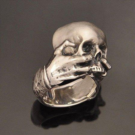 Anel Caveira e Mãos Shakespeare em prata 950k