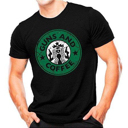 Camiseta T-shirt estampada Guns and coffee - Preta