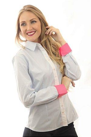 Camisa Social Listrada Azul Claro com Branco e Detalhe Rosa