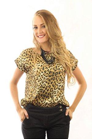 Blusa Feminina com Decote Canoa Animal Print