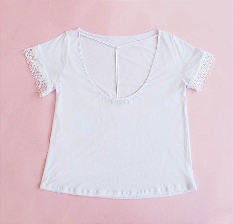 Tshirt malha branca detalhe renda