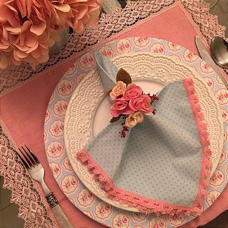 Guardanapo azul poá rosa com Pompom