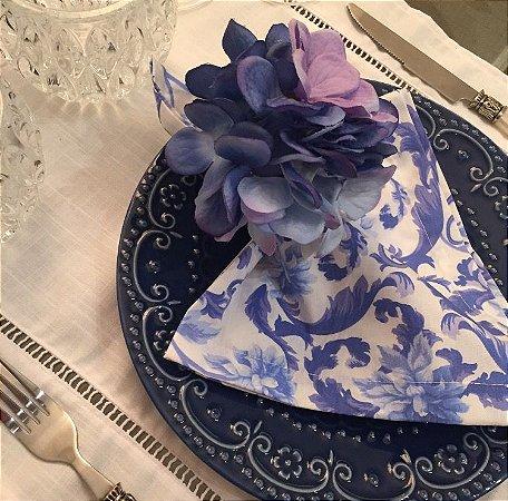 Guardanapo floral azul e branco